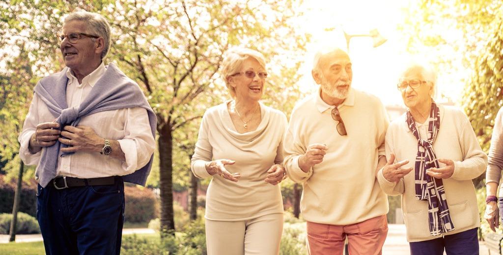 Is er een aanbevolen leeftijd om naar serviceflats of een serviceresidentie te verhuizen?