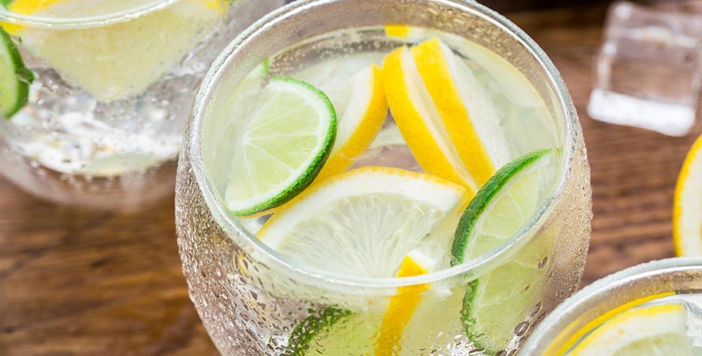 Hoe blijf ik goed gehydrateerd in de zomer?